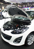 Mazda 2 Elagance op Vertoning. Stock Foto