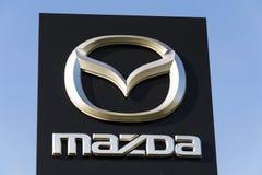 Mazda-het embleem van het autobedrijf voor het handel drijven die op 31 Maart, 2017 in Praag, Tsjechische republiek voortbouwen Royalty-vrije Stock Foto's