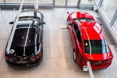 Mazda 3 i bilvisningslokalen Arkivbild