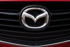 Mazda logo och emblem arkivbild