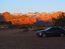 Mazda 3 Mesa Campsite Views de apreciação em Zion Utah fotos de stock