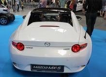 Mazda MX-5 wystawiający przy MOTO przedstawieniem w Krakowskim Polska zdjęcia stock