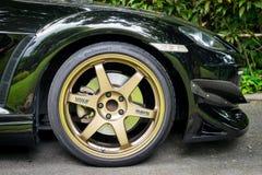 Mazda RX8 jest ubranym Volk promieni TE37 obręcza Złotych 18 cali Fotografia Royalty Free