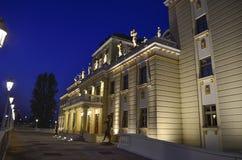Mazedonisches nationales Theater, Skopje, Mazedonien - Nachtszene stockbild
