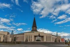 MAZEIKIAI, LITUÂNIA - 23 DE ABRIL DE 2015: Igreja em Lituânia, Mazeikiai Parte norte de Lituânia, perto de Letónia foto de stock royalty free