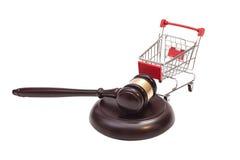 Mazo de la justicia con el carro de compras fotos de archivo