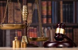 mazo de madera del ` s del juez Ley Oficina legal foto de archivo libre de regalías