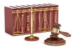 Mazo de madera, libros bajos y escalas de oro de la justicia Justicia co Foto de archivo libre de regalías