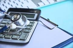 Mazo y estetoscopio jurisprudencia médica definición legal de la negligencia médica abogado doctores comunes de los errores foto de archivo libre de regalías