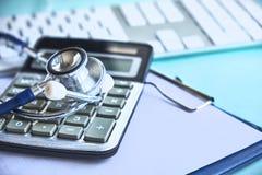Mazo y estetoscopio jurisprudencia médica definición legal de la negligencia médica abogado doctores comunes de los errores fotos de archivo libres de regalías