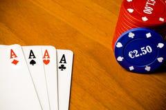 Mazza e chip di gioco Fotografie Stock Libere da Diritti