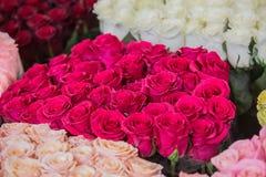 mazzi delle rose nei colori differenti Immagine Stock