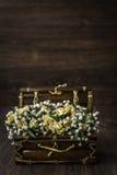 Mazzo bianco e giallo artificiale del fiore Immagini Stock