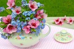Mazzo in ciotola di zucchero floreale Immagine Stock