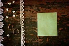 Mazzo d'annata di nozze della foto dei mughetti e dell'anello Immagini Stock
