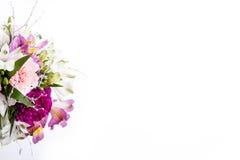 Mazzo dai gillyflowers rosa e porpora con alstroemeria Immagini Stock Libere da Diritti
