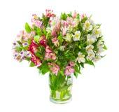Mazzo dei fiori di alstroemeria in vaso di vetro Fotografia Stock