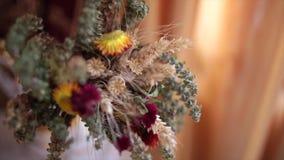 Mazzo dei fiori secchi stock footage