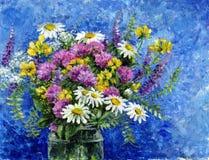 Mazzo dei fiori selvaggi in un barattolo di vetro royalty illustrazione gratis