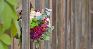 Mazzo dei fiori in un recinto del ferro stock footage