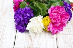 Mazzo dei fiori variopinti Fotografia Stock