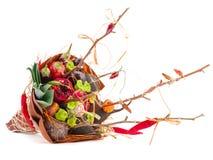 Mazzo dei frutti e dei fiori Disposizioni commestibili, mazzo vegatable della frutta commestibile fotografie stock libere da diritti