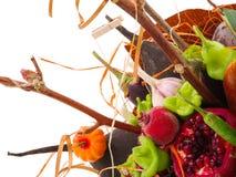 Mazzo dei frutti e dei fiori Disposizioni commestibili, mazzo vegatable della frutta commestibile fotografia stock libera da diritti