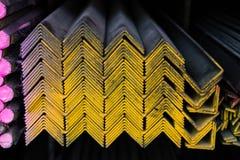 Mazzo dei tubi d'acciaio sullo scaffale Immagini Stock