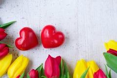 Mazzo dei tulipani gialli, porpora e rossi Immagini Stock Libere da Diritti