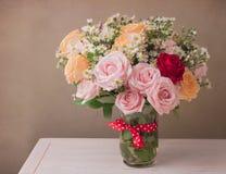 Mazzo del fiore di Rosa per la celebrazione di festa della Mamma Immagine Stock Libera da Diritti