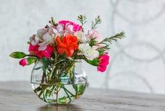 Mazzo del fiore in vaso di vetro Fotografie Stock