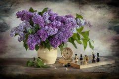 Mazzo del lillà e degli scacchi Fotografia Stock
