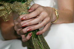Mazzo della holding della sposa Immagini Stock Libere da Diritti