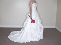 Mazzo della holding della sposa fotografie stock libere da diritti