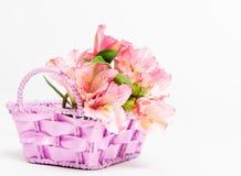 Mazzo della merce nel carrello rosa di alstroemeria Fotografie Stock Libere da Diritti