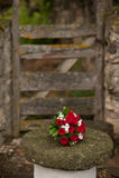 Mazzo della Rosa su una tabella di pietra Fotografia Stock