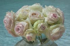 Mazzo delle rose colorate d'avorio fotografie stock libere da diritti