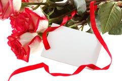 Mazzo delle rose con la scheda Fotografie Stock Libere da Diritti