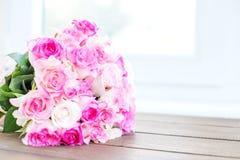 Mazzo delle rose dentellare Posto per l'iscrizione Concetto felice Fotografie Stock