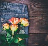 Mazzo delle rose di fioritura gialle Immagine Stock