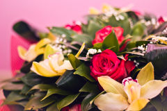 Mazzo delle rose e di Alstroemeria Immagine Stock