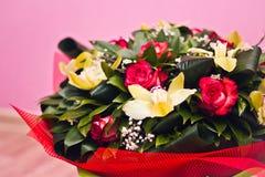 Mazzo delle rose e di Alstroemeria Immagini Stock Libere da Diritti