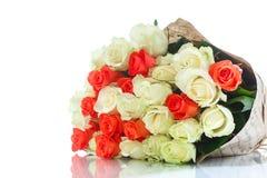 Mazzo delle rose rosse e gialle Fotografia Stock