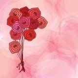 Mazzo delle rose rosse su fondo astratto rosa Immagine Stock Libera da Diritti