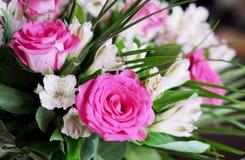 Mazzo dentellare delle rose Fotografia Stock