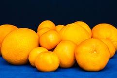 Mazzo di agrumi arancio Arance, mandarini e mandarini Fotografia Stock Libera da Diritti