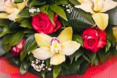 Mazzo di Alstroemeria e delle rose Fotografia Stock
