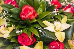 Mazzo di Alstroemeria e delle rose Fotografia Stock Libera da Diritti