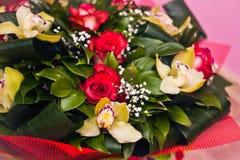 Mazzo di Alstroemeria e delle rose sul rosa Fotografia Stock Libera da Diritti
