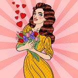 Mazzo di Art Young Beautiful Woman Holding di schiocco dei fiori Fotografie Stock Libere da Diritti